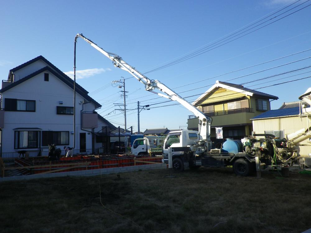 雨楽な家 基礎工事も順調です。