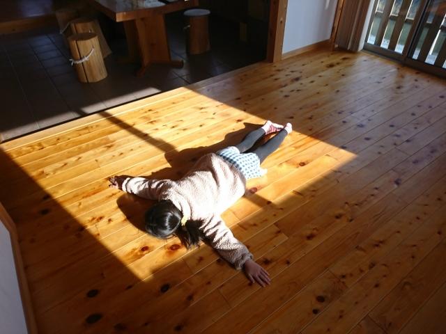 省エネルギー住宅 暖かく気持ちいい床