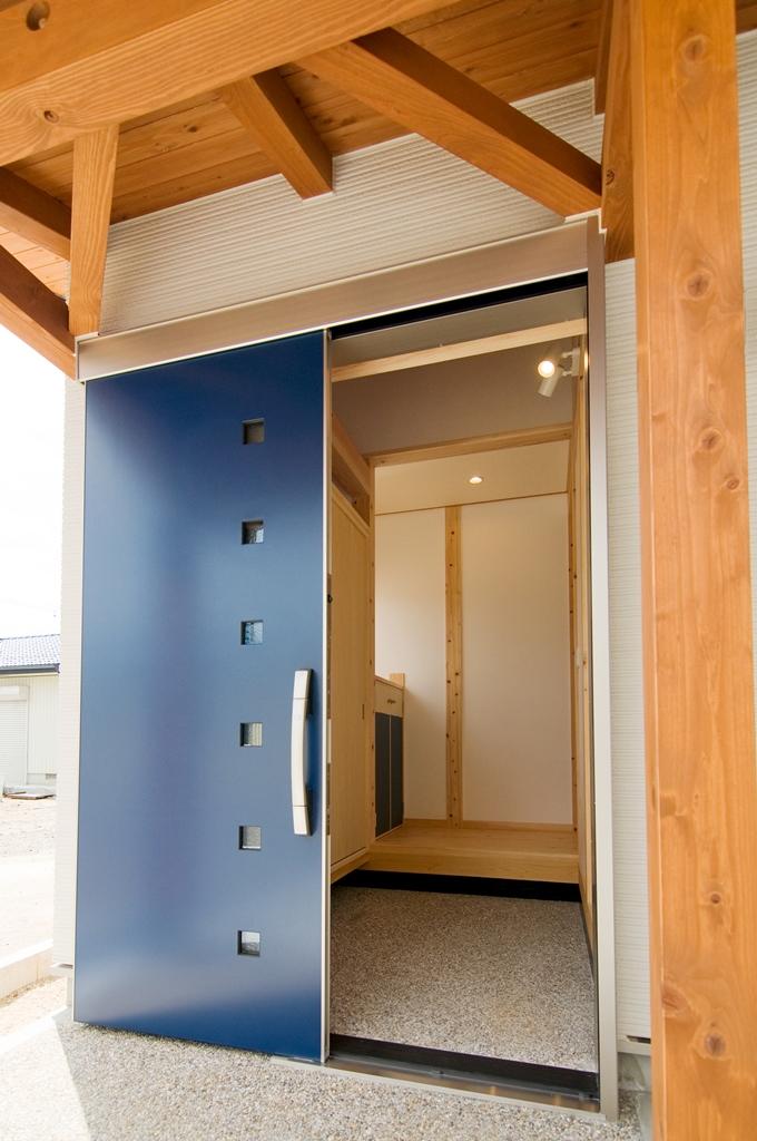豊田市都築建設の建てた豊田市桝塚西町の新築一戸建ての玄関ドアと