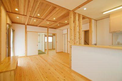 豊田市木の家工務店都築建設の豊田市桝塚西町の新築一戸建てのリビングダイニング2