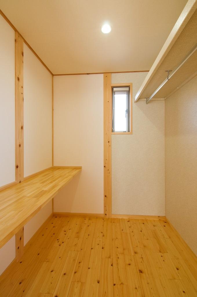 都築建設の建てた豊田市桝塚西町の新築一戸建洋間の集成カウンター