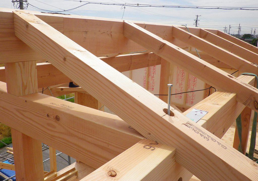 豊田市都築建設の上棟屋根組