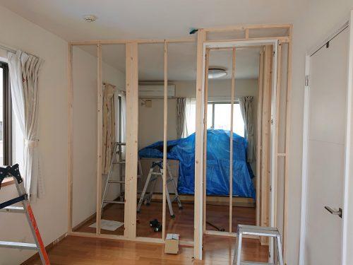豊田市木の家工務店都築建設の間仕切り工事壁起こし