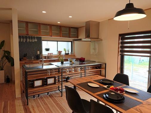 豊田市松平にあるリノベうらくのダイニングキッチン