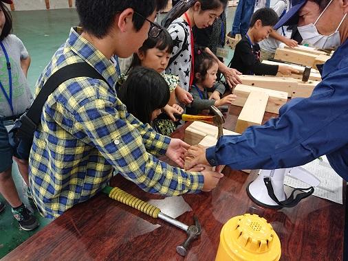豊田市木の家工務店都築建設のバスツアーにて工場見学
