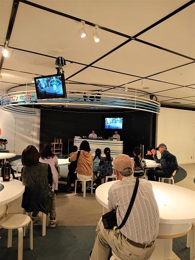 豊田市木の家工務店都築建設のバスツアーにてでんきの科学館おもしろ実験