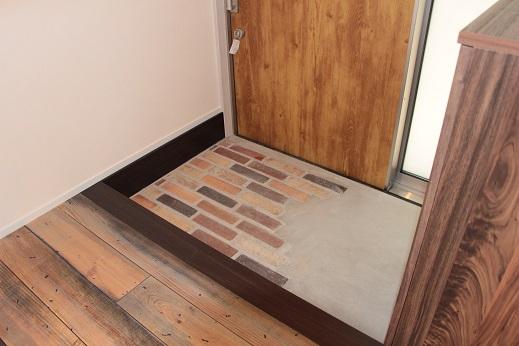 豊田市木の家工務店都築建設のブルックリスタイル玄関土間