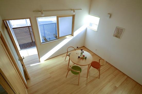 豊田市木の家工務店都築建設の雨楽な家爽寝室