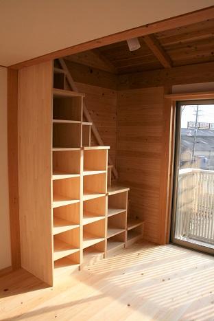 豊田市木の家工務店都築建設のオーダーメイド箱階段