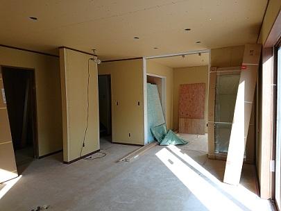 豊田市の木の家工務店都築建設の注文住宅建築中石膏ボード張り完了