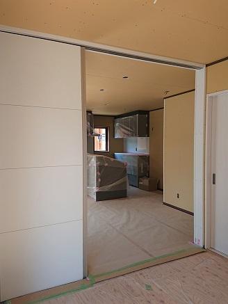 豊田市の木の家工務店都築建設の施工例間仕切りドア設置