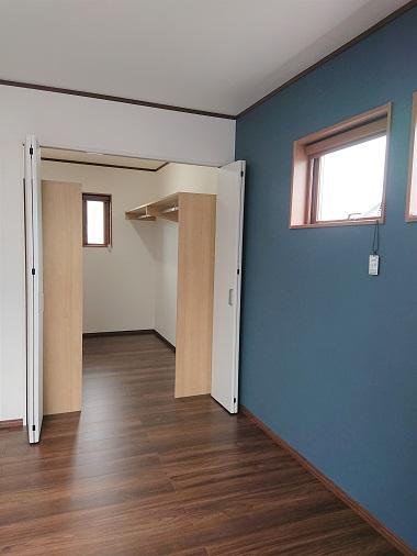 豊田市の木の家工務店都築建設の施工例寝室・ウォークインクローゼット