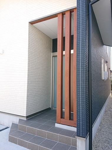 豊田市の木の家工務店都築建設の施工例玄関