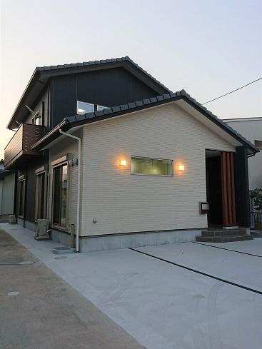 豊田市の木の家工務店都築建設の施工例T夜外観
