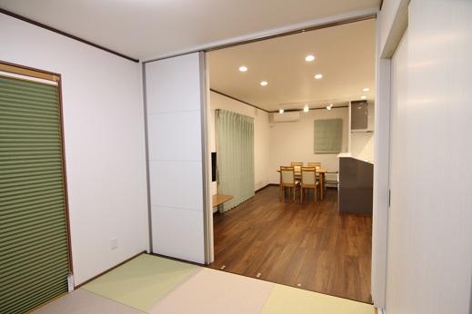 豊田市の木の家工務店都築建設の施工例注文住宅和室から見たLDK