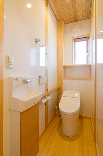 豊田市の木の家工務店都築建設の施工例m様邸トイレ