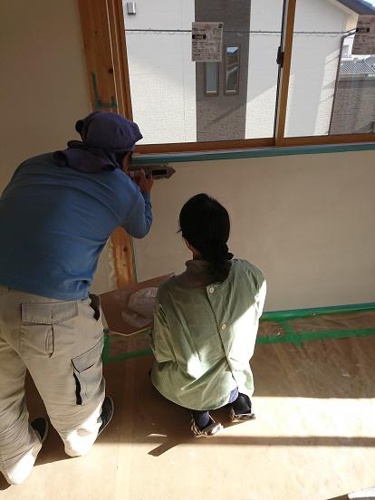 豊田市の木の家工務店都築建設の施工例寝室お施主様の漆喰塗