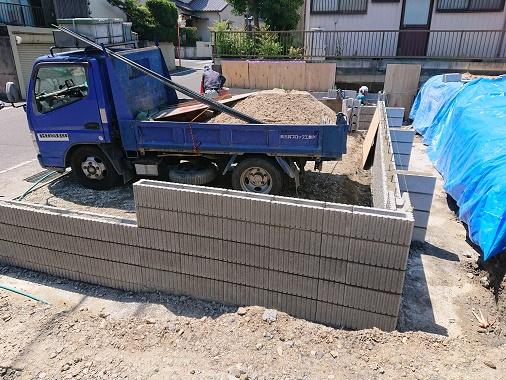 豊田市の雨楽な家工務店都築建設の施工例CB積み