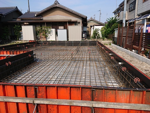 豊田市の木の家工務店都築建設の建築現場基礎工事