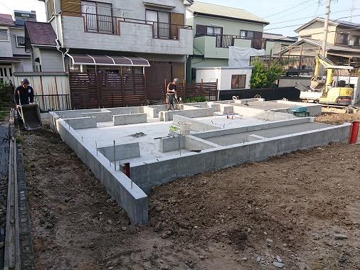 豊田市の雨楽な家工務店都築建設の建築現場基礎工事