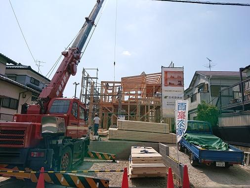 豊田市の雨楽な家工務店都築建設の注文住宅建前