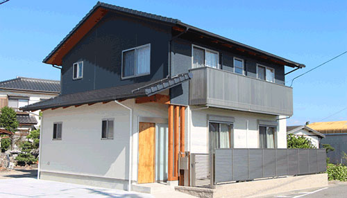豊田市広美町の木造二階建て