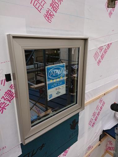 豊田市の木の家工務店都築建設の施工例 サッシ取付