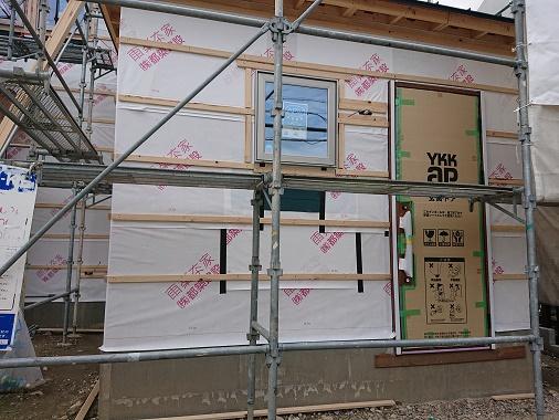 豊田市の木の家工務店都築建設の施工例 玄関サッシ