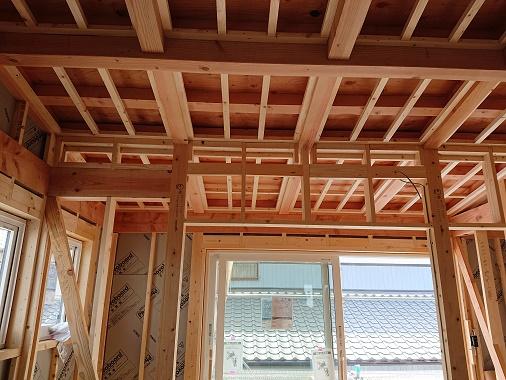 豊田市の木の家工務店都築建設の建築現場 雨楽な家爽 大工工事