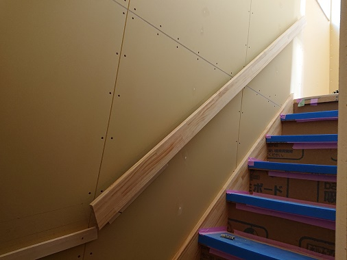 豊田市の木の家工務店都築建設の施工例 無垢の階段
