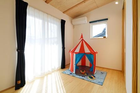 三河地区の木の家工務店都築建設の注文住宅施工例 子供部屋