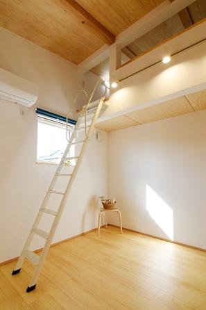 三河地区の木の家工務店都築建設の施工例子供部屋とロフト