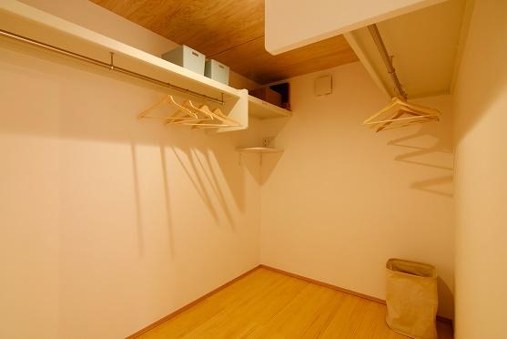 豊田市木の家工務店都築建設のパッシブで材の家ウォークインクローゼット